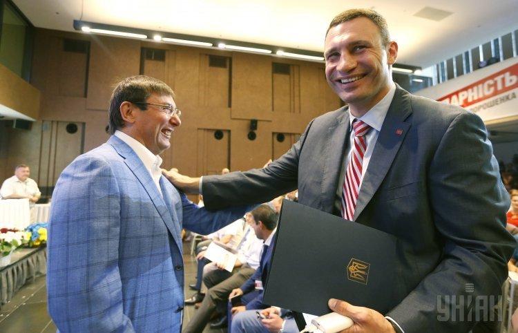 Юрий Луценко и Виталий Кличко на съезде БПП и УДАРа