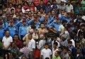 Сын убитого полицейского в западном районе Непала, Кайлали, исполняет специальный ритуал. Полицейский был убит протестующими против правительственных реформ.