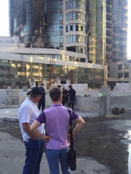 Последствия пожара в элитном многоэтажном доме в Одессе