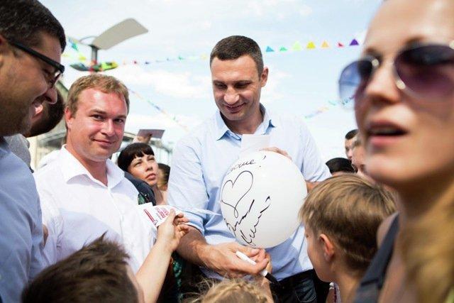 Виталий Кличко посетил новую пешеходную зону на Почтовой площади