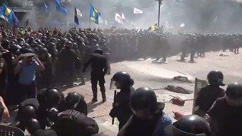 Взрыв гранаты в рядах силовиков во время беспорядков у Рады