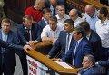 Владимир Гройсман и Юрий Луценко на трибуне Верховной Рады перед голосованием за проект изменений в Конституцию Украины, 31 августа 2015 г.
