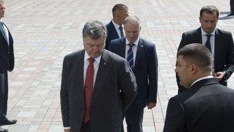 Петр Порошенко и Владимир Гройсман на месте столкновений под Верховной Радой Украины