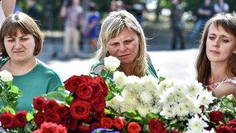 Киевляне несут цветы на место гибели бойца Нацгвардии