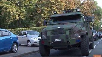 Бронетехника патрулирует центр Киева