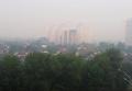 Киев накрыло густым едким дымом. Видео