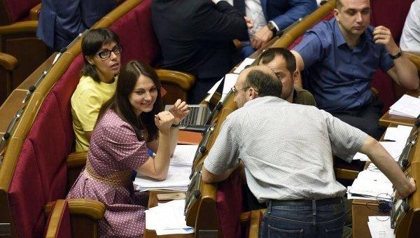 Народные депутаты на заседании Верховной Рады 3 сентября 2015 г.