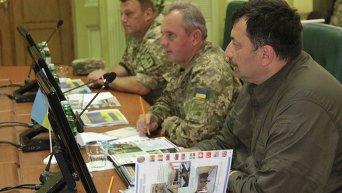 Главнокомандующий ВСУ Муженко встретился с военными США и Канады