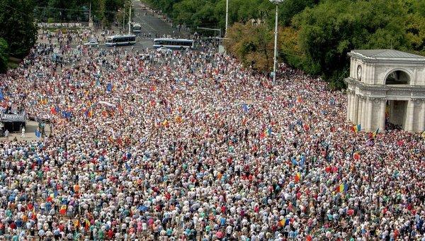 Многотысячные протесты в Кишиневе