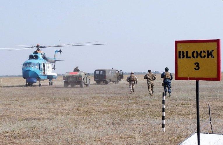 Тренировка по оказанию медпомощи и эвакуации раненных в рамках украинско-американских учения Sea Breeze - 2015