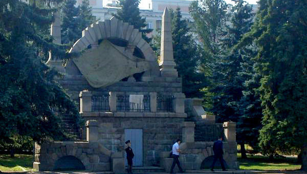 В Челябинске покрасили бюст Ленина в цвета украинского флага