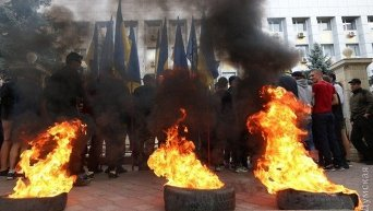 Беспорядки под Приморским судом Одессы