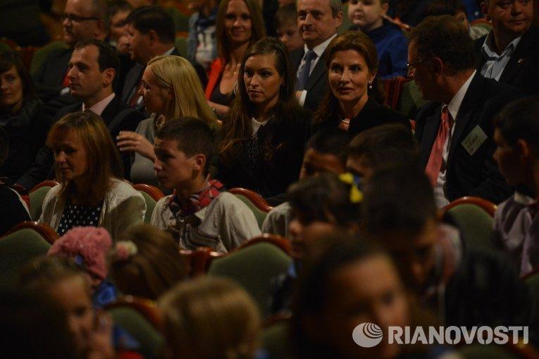 Марина Порошенко в кукольном театре