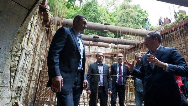 Ремонтные работы на главном самотечном канализационном коллекторе Киева. Виталий Кличко