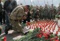 Военнослужащие возложили цветы под стенами ВР на месте гибели бойцов Нацгвардии