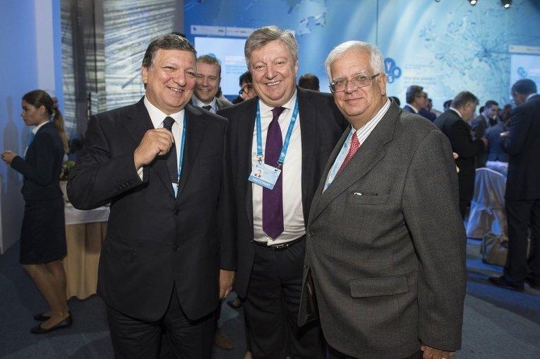 Бывший глава Еврокомиссии Жозе Мануэль Баррозу (слева) на форуме YES-2015