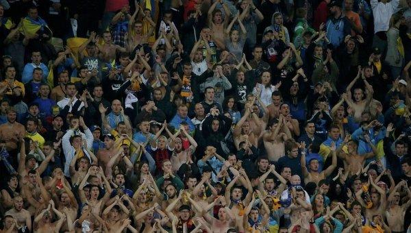 Футбольные фанаты. Архивное фото