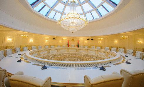 """Круглый зал в """"Президент-отеле"""" в Минске, где проходят заседания контактной группы по Украине"""