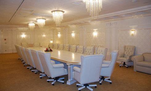 """Конференц-зал Premier в """"Президент-отеле"""" в Минске, где проходят заседания контактной группы по Украине"""