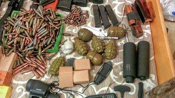 Изъятый арсенал оружия по делу комбата Слобожанщины, которого подозревают в покушении на Арсена Авакова