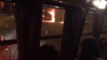 В Киеве на мосту Патона взорвался грузовик. Видео