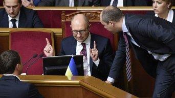 Премьер Арсений Яценюк во время голосования за реструктуризацию