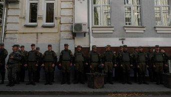 Бойцы Национальной гвардии Украины под зданием Печерского райсуда