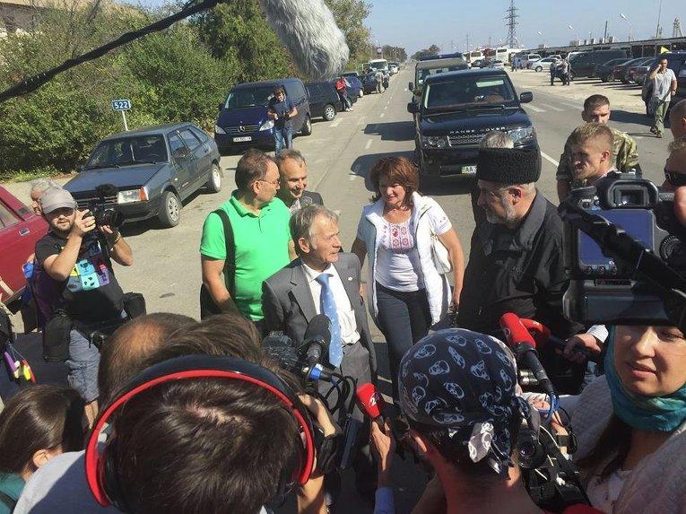 Мустафа Джемилев приехал на границу с Крымом