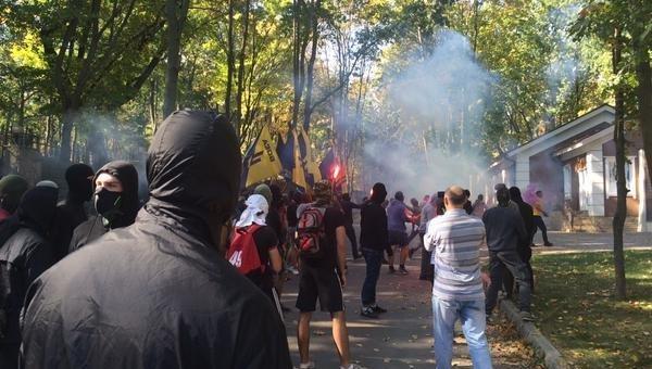 Батальон Азов блокировал дом Михаила Добкина в Харькове