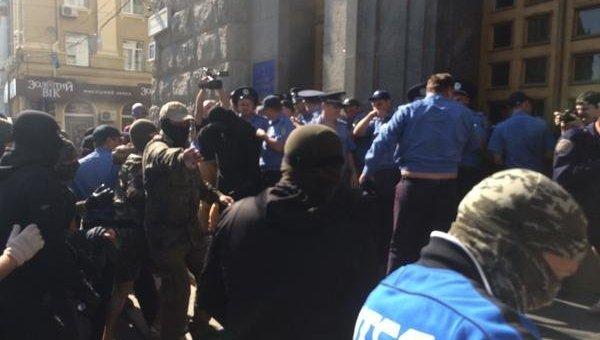 Потасовки возле городского совета Харькова