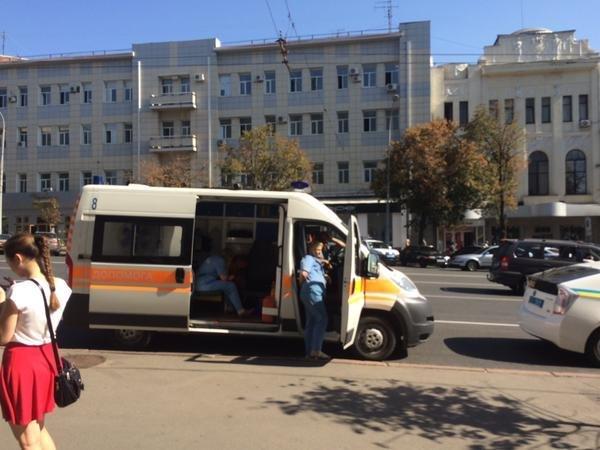 Скорая помощь под горсоветом Харькова