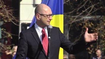 Арсений Яценюк и Арсен Аваков на церемонии присяги полицейских Харькова