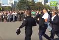 В Харькове во время присяги патрульная упала в обморок. Видео