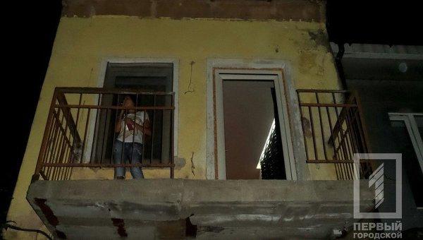 Обвалившийся балкон в результате ночного взрыва в Одессе 27 сентября 2015 г.