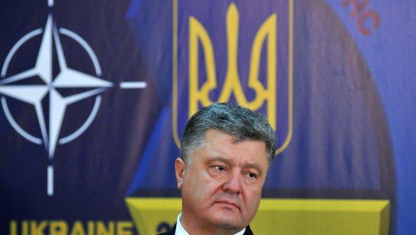 Президент Украины Петр Порошенко на пресс-конференции в Международном центре миротворчества и безопасности на Яворивском полигоне