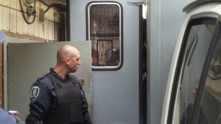 Милиция доставила россиян Александрова и Ерофеева в Голосеевский суд Киева
