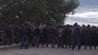Бойцы Нацгвардии на месте столкновений в Маневинском районе Волынской области