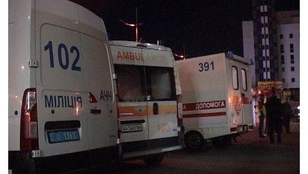 Автомобили скорой помощи возле Южного ж/д вокзала Киева