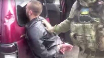 СБУ задержала торговцев оружием в Черновицкой боласти. Оперативная съемка