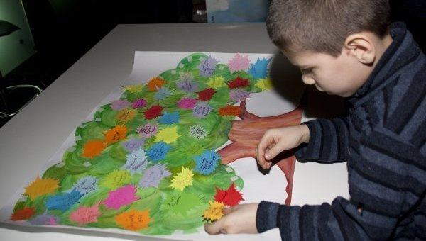 Плакат с заветными желаниями детей-сирот. Архивное фото