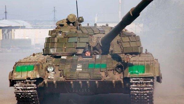 Отвод танков в Донбассе. Архивное фото