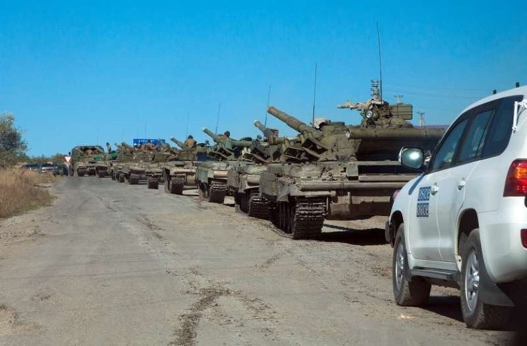 Отвод танков ЛНР из Луганска