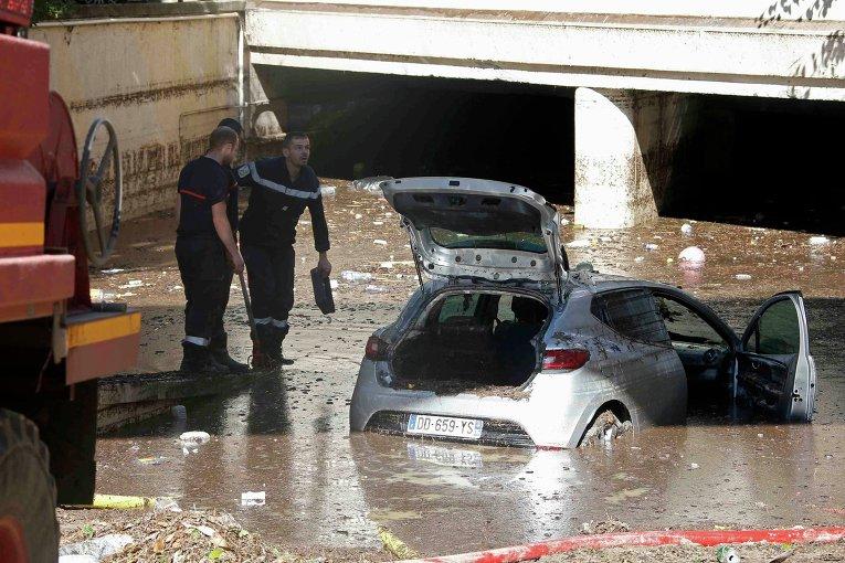 Последствия проливных дождей в Каннах, Франция.