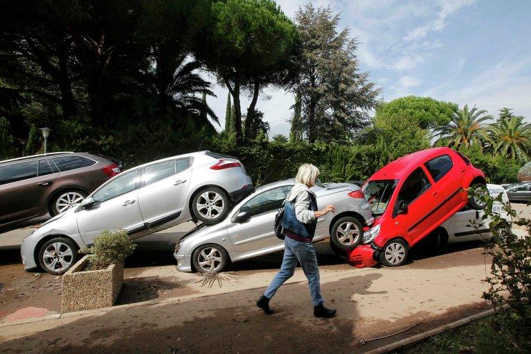 Последствия проливных дождей во Франции.