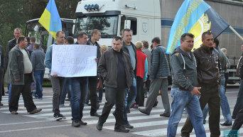 Нововолынские шахтеры перекрыли дорогу возле моста через Западный Буг