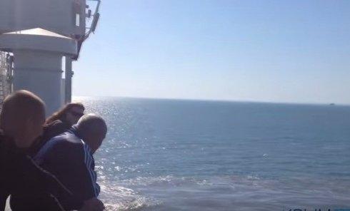 Паром сел на мель в Керченском проливе. Видео