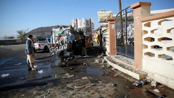 Последствия обстрела одной из мечетей в Йемене. Архивное фото