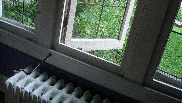 Батарея у окна
