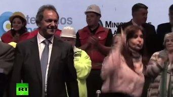 Президент Аргентины танцует. Видео