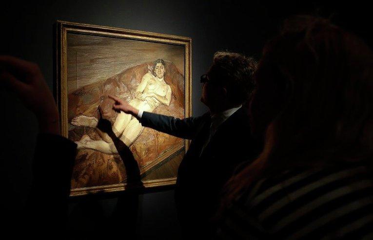 Картина британского художника Люсьена Фрейда Портрет голой на красном диване